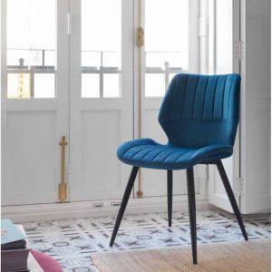 Silla tapizada en terciopelo azul. Estilo nórdico. El Tavolino